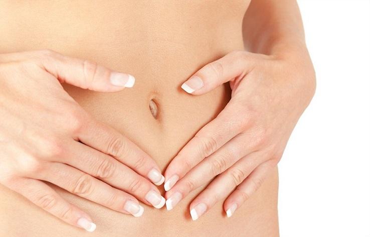 pancia, donna, intestino, microbiota, idratazione, pelle, salute, bellezza, dermatologia, difa cooper, mani, ombelico