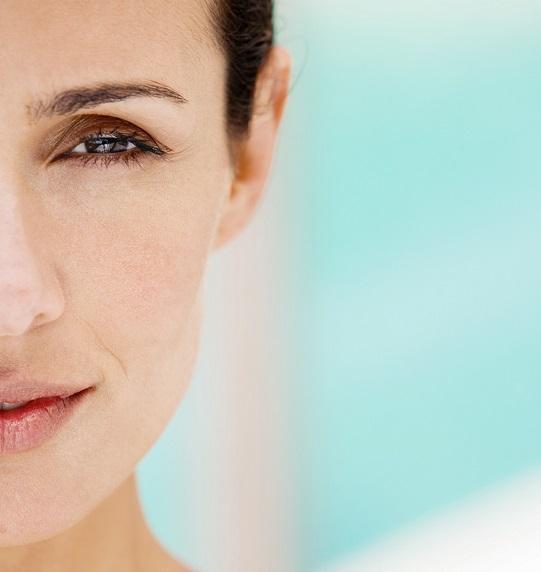 donna, viso, rughe, faccia, idratazione, bellezza, dermatologia, idratazione, occhi, sguardo, intestino, acqua