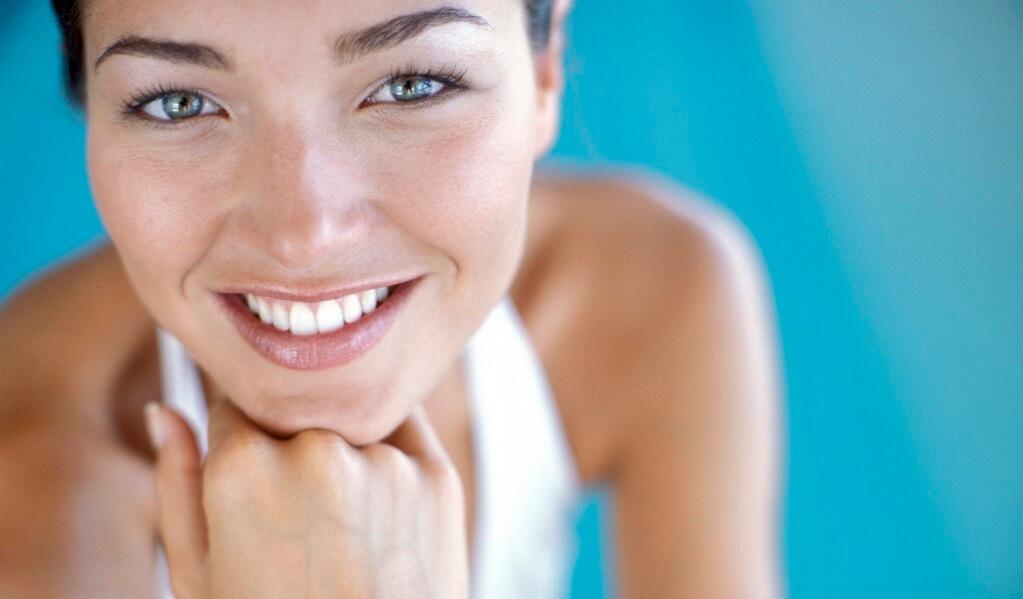donna, volto, viso, pelle, sorridere, sorriso, blu, sfondo, bellezza, dermatologia, intestino, cute