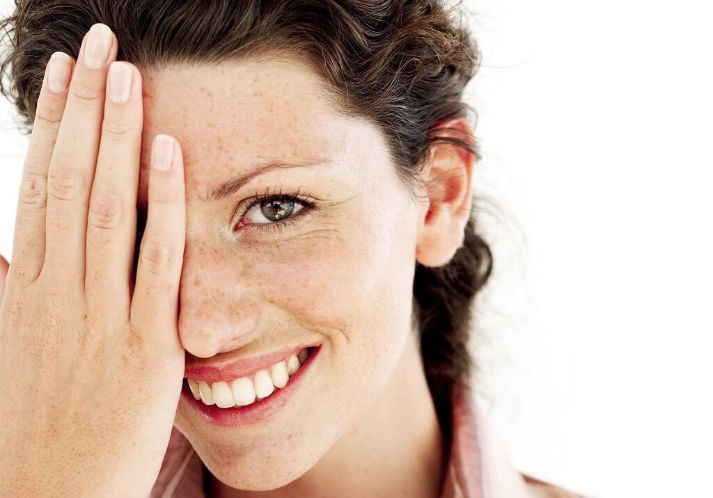 donna, pelle, sorriso, mano, unghie, denti, capelli, dermatologia, calcio, bellezza, benessere, salute, acqua, idratazione, antiage