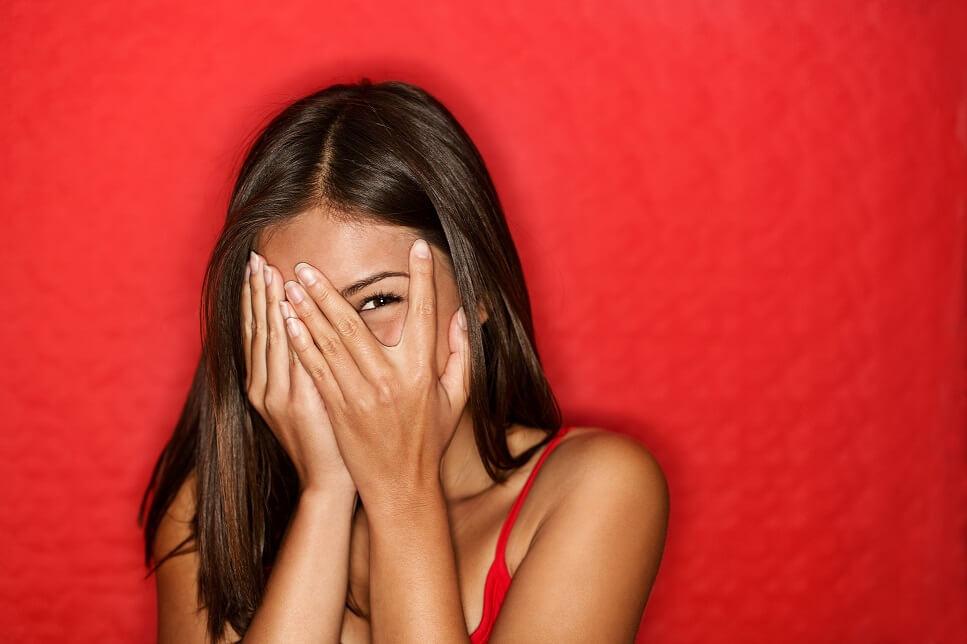 donna, rebound, brufoli, acne, pelle impura, rosso, pelle, viso, volto, cute, bellezza, salute, sole, estate, idratazione, detersione