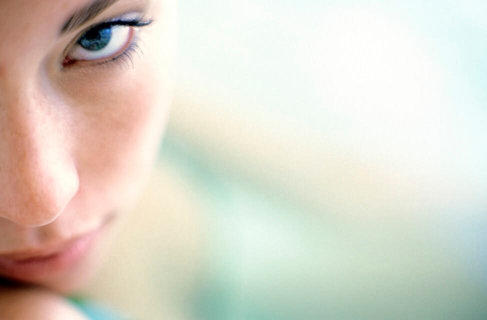 donna, sguardo, occhi, occhieie, borse, pelle, idratazione, difa cooper, cantabria labs